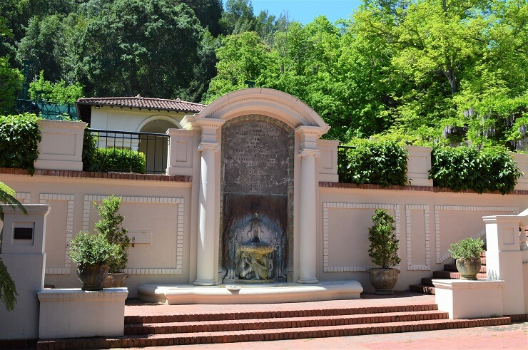 Вилла Монтальво фонтан в испанском дворике