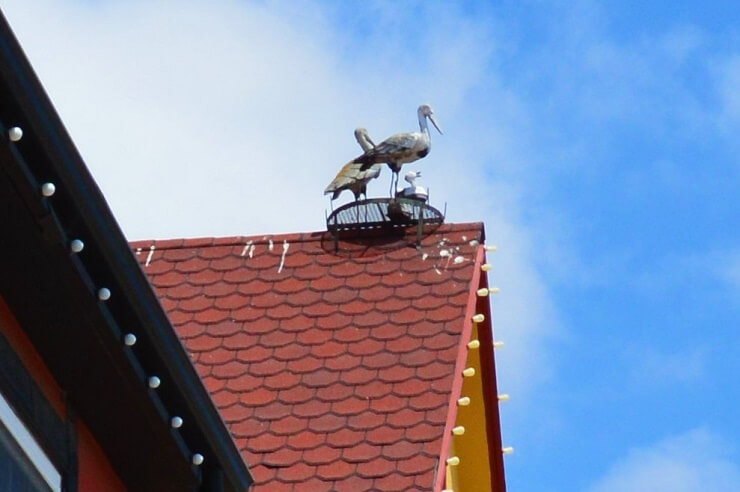 Аист на крыше в Солванге