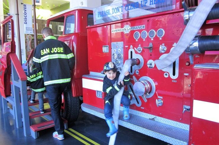Детский музей в Сан-Хосе. Пожарная машина