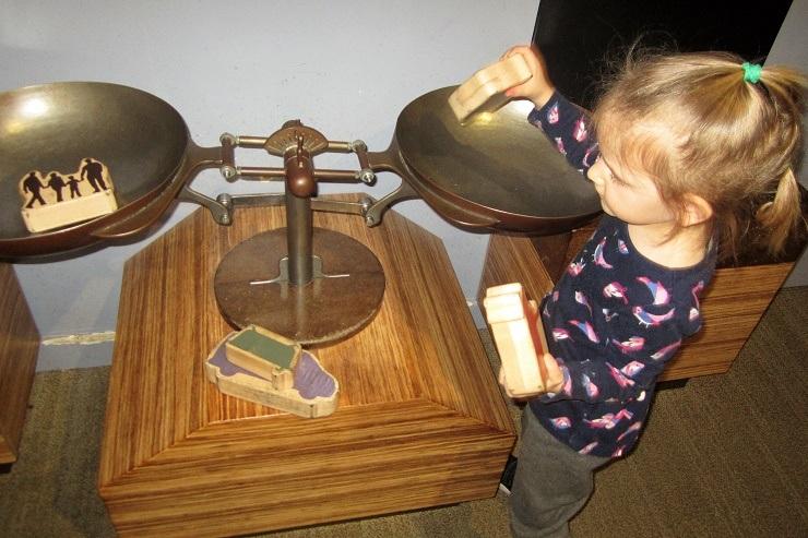 Детский музей в Сан-Хосе. Весы