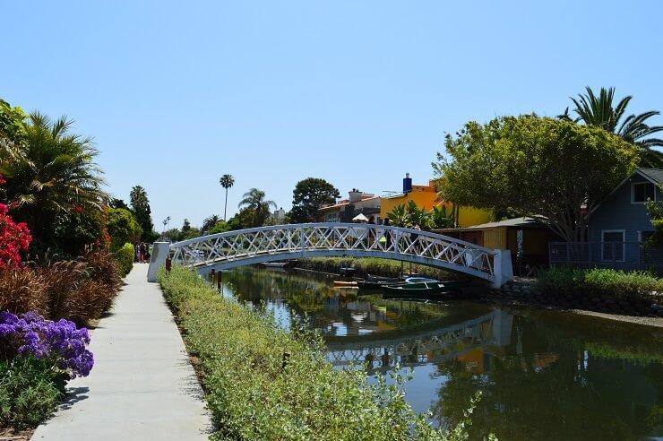 Мост через канал Венис