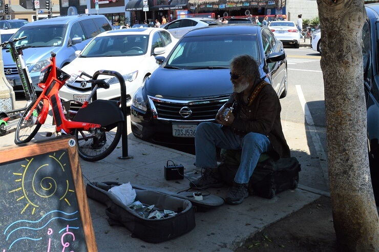 Музыкант на бульваре Эббота Кинни