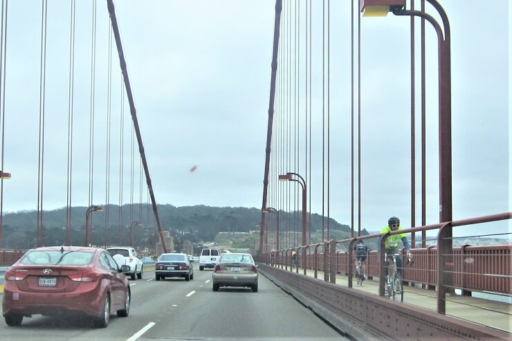 Велосипедист на мосту Золотые Ворота