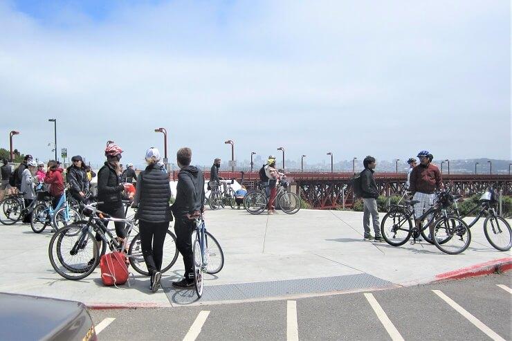 Велосипедисты у моста Золотые Ворота