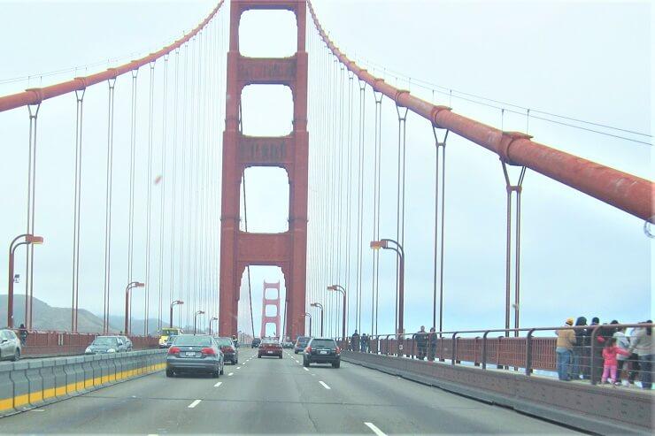 Экскурсия для пешеходов на мосту Золотые Ворота