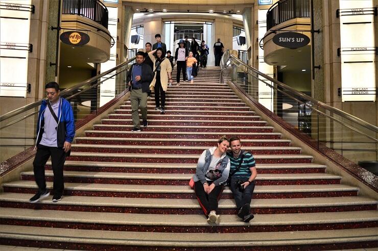 Театр Долби. Лестница