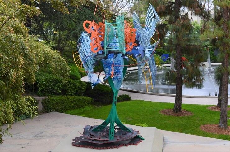 Арт-объект у Музея искусств округа Лос-Анджелес
