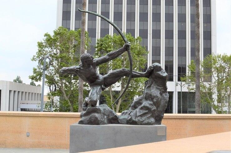 Скульптура у Музея искусств округа Лос-Анджелес