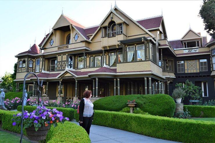 Перед Домом Винчестеров