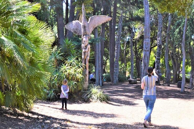 Сад скульптур Папуа-Новой Гвинеи. Орел