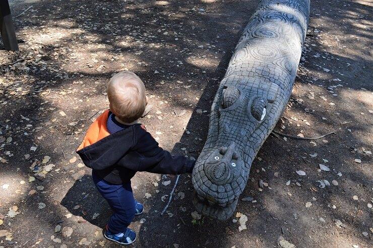 Сад скульптур Папуа-Новой Гвинеи. Крокодил