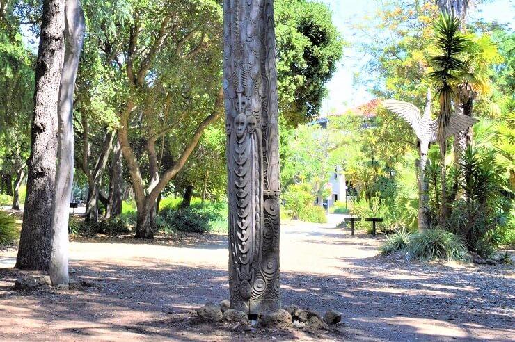Сад скульптур Новой Гвинеи в Стэнфордском университете