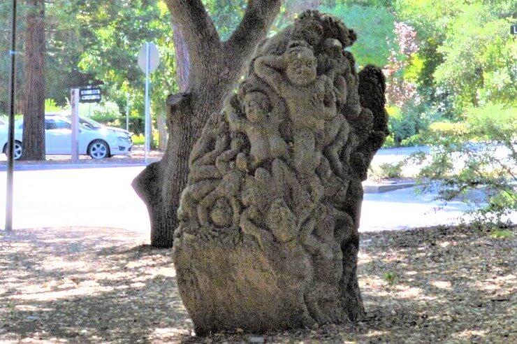 Врата ада из Сада скульптур Новой Гвинеи в Стэнфорде