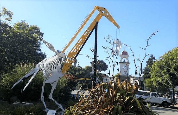 Памятник Монстру Монтерея в Санта-Круз
