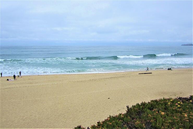Песчаный пляж на Тихом океане